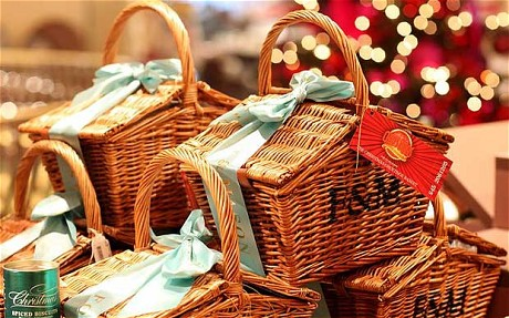 10 Unique Holiday Gift Baskets For Your Loved Ones This